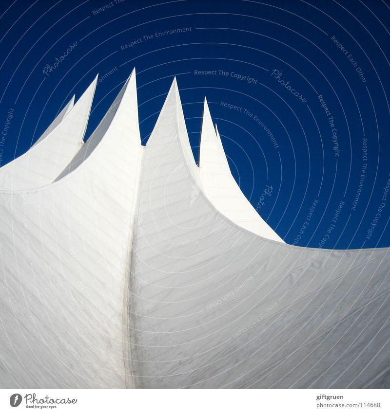 tempodrom Himmel weiß blau Berlin Gebäude Kunst Beton modern Dach Kultur Show Konzert Veranstaltung Zelt Sehenswürdigkeit