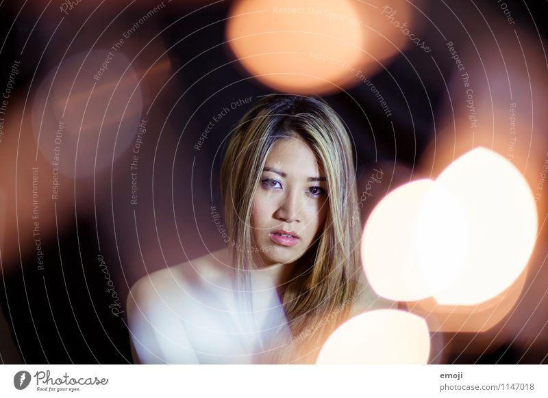 lights feminin Junge Frau Jugendliche Gesicht 1 Mensch 18-30 Jahre Erwachsene schön einzigartig Asiate Farbfoto Innenaufnahme Studioaufnahme Nacht Kunstlicht