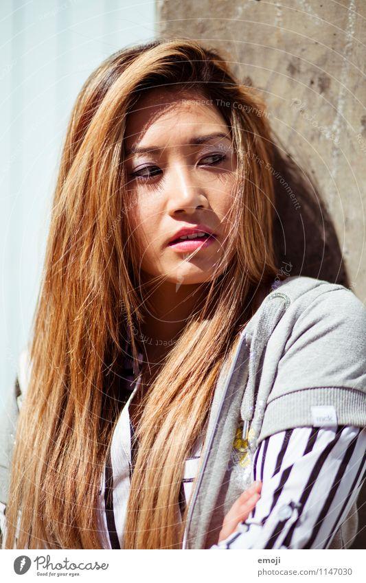 Sommer feminin Junge Frau Jugendliche Haare & Frisuren Gesicht 1 Mensch 18-30 Jahre Erwachsene trendy schön Asiate Farbfoto Außenaufnahme Tag