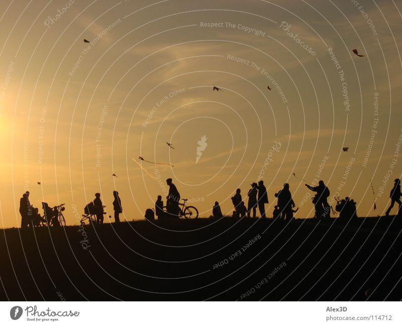 Drachenfliegen Sonnenuntergang Herbst Freizeit & Hobby Mensch Silouetten Himmel