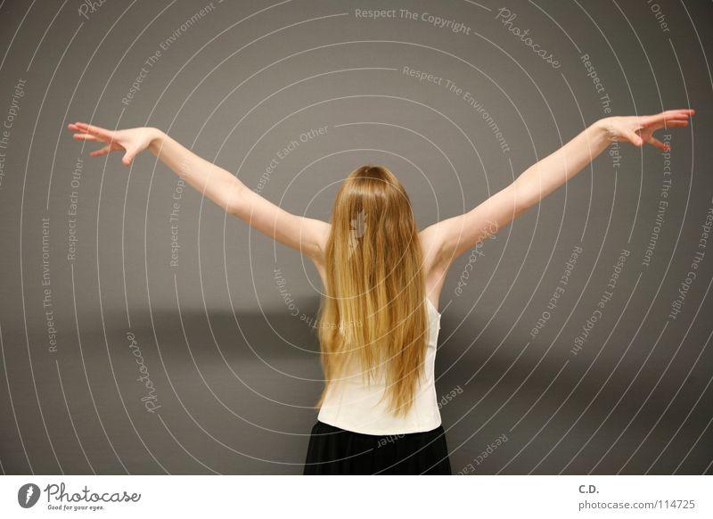 Samara aus dem Brunnen Frau Hand Jugendliche weiß Freude schwarz grau Haare & Frisuren braun hell Haut blond Arme Finger Verlauf Achsel