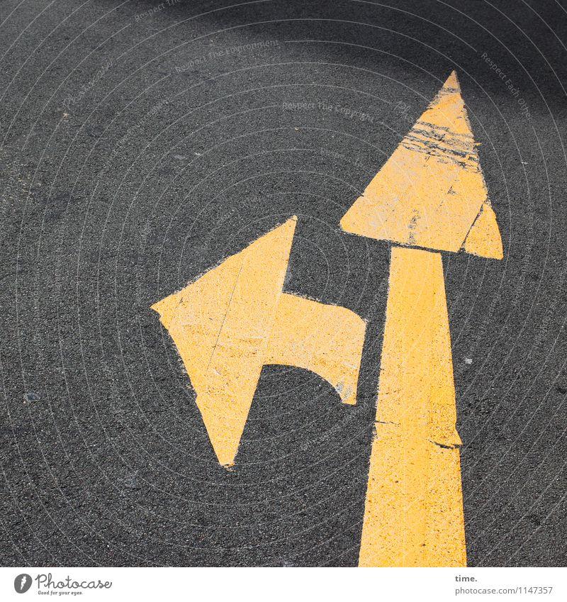Orientierung | Another Black Friday Verkehr Verkehrswege Personenverkehr Straße Wege & Pfade Verkehrszeichen Verkehrsschild Asphalt Teer Linie Pfeil ästhetisch