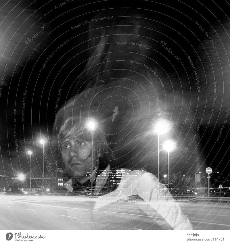 over my head. Langzeitbelichtung Maria Mann Verkehr Autobahn Nacht Stadt Straßenbeleuchtung Laterne Selbstportrait durchsichtig Jugendliche