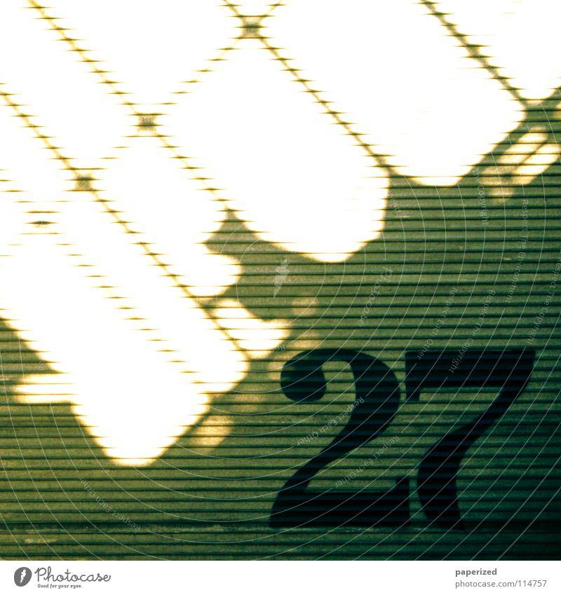 | Lucky Number | Ziffern & Zahlen grau gelb Licht Tier Blech Wellblech schwarz Physik Schattenspiel Demontage Dresden Straßenbahn Industrie 27 Tor Linie Wärme