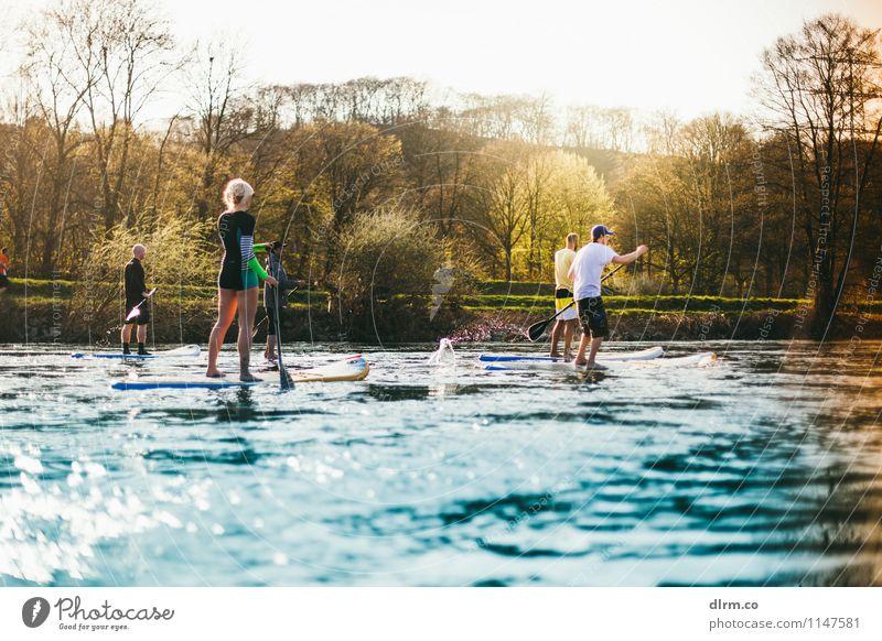 Standup Paddling im Frühling Mensch Natur Jugendliche Wasser 18-30 Jahre Erwachsene Leben Frühling Sport Freiheit Menschengruppe Lifestyle Freundschaft Freizeit & Hobby Tourismus Ausflug