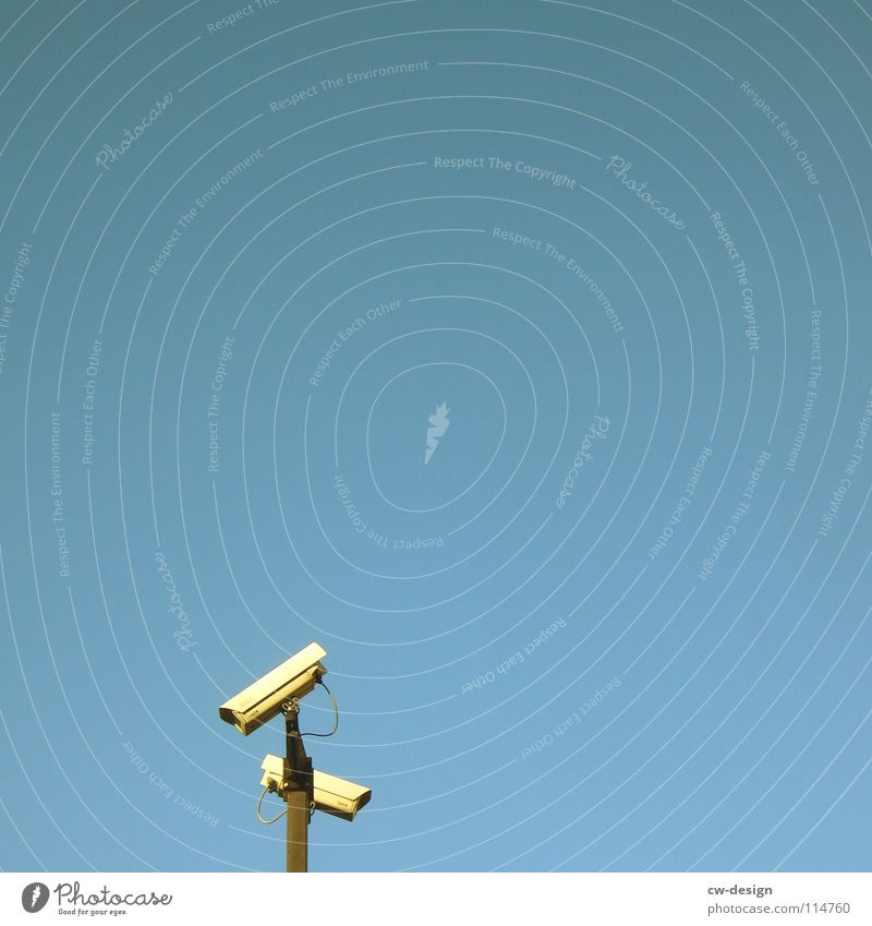 mit dem zweiten sieht man besser! Himmel blau grau hell klein Technik & Technologie Schutz beobachten Stahl Technikfotografie Kontrolle Videokamera