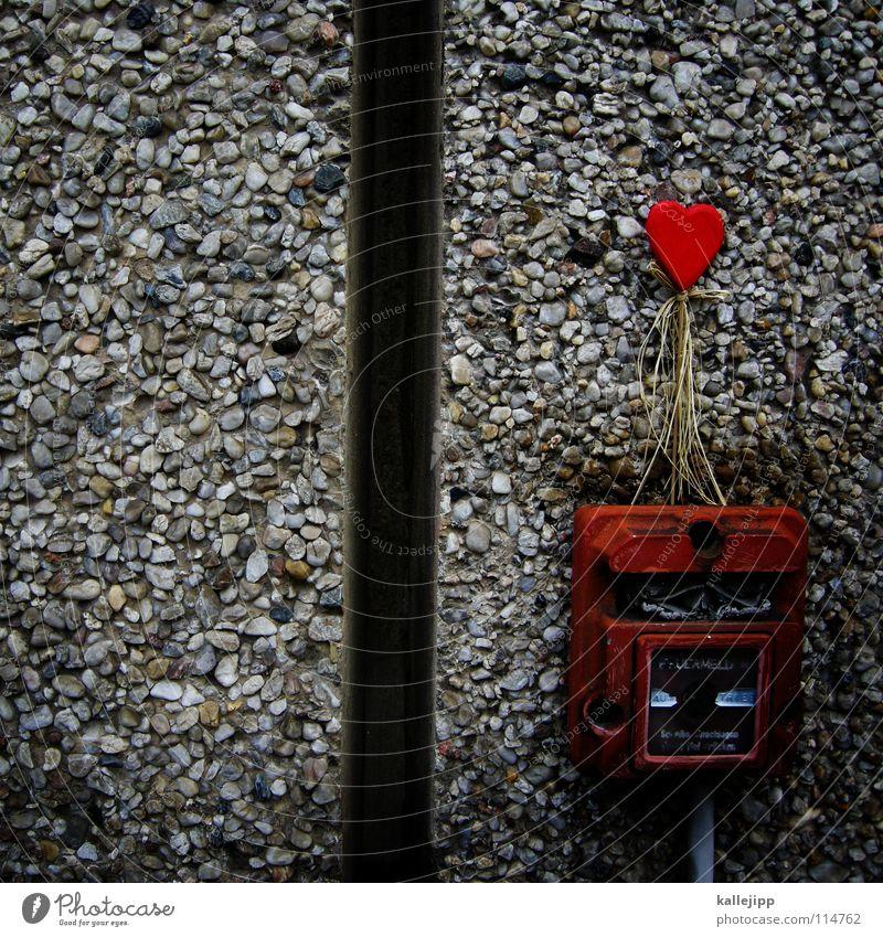 the power of love Liebe Feuermelder Knöpfe Wand Herz 2 Zusammensein brennen Liebesgruß Treue Sehnsucht Eisen rot grau Liebeskummer Symbole & Metaphern Scheidung