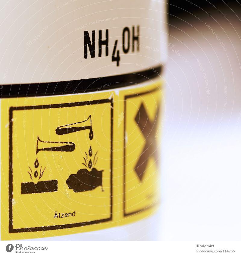 Ammoniumhydroxid Etikett Warnhinweis künstlich gefährlich fatal Umweltverschmutzung Gesundheitsrisiko Gift Hausmittel Reinigungsmittel weiß schwarz gelb