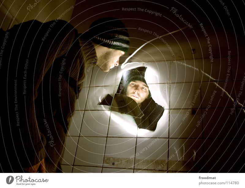 spieglein spieglein an der wand Gesicht dunkel hell dreckig Glas Elektrizität Spiegel Fliesen u. Kacheln gruselig verfallen Mütze gebrochen Surrealismus
