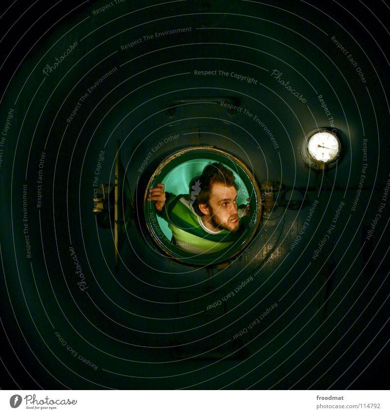 Bullseye Jugendliche Wasserfahrzeug lustig Deutschland verrückt Kreis rund verfallen Quadrat Verfall Eisenrohr dumm Loch Flucht Container Seele