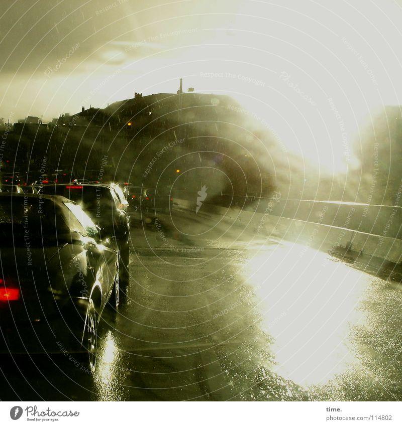 Schauerspiele (III) Wasser Sonne Wolken Straße PKW Regen glänzend nass Verkehr Brücke Hügel Asphalt Gewitter blenden Düsseldorf Teer