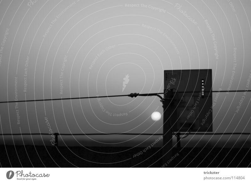 verona_01 Sonnenuntergang Strommast grau dunkel Horizont Kabel