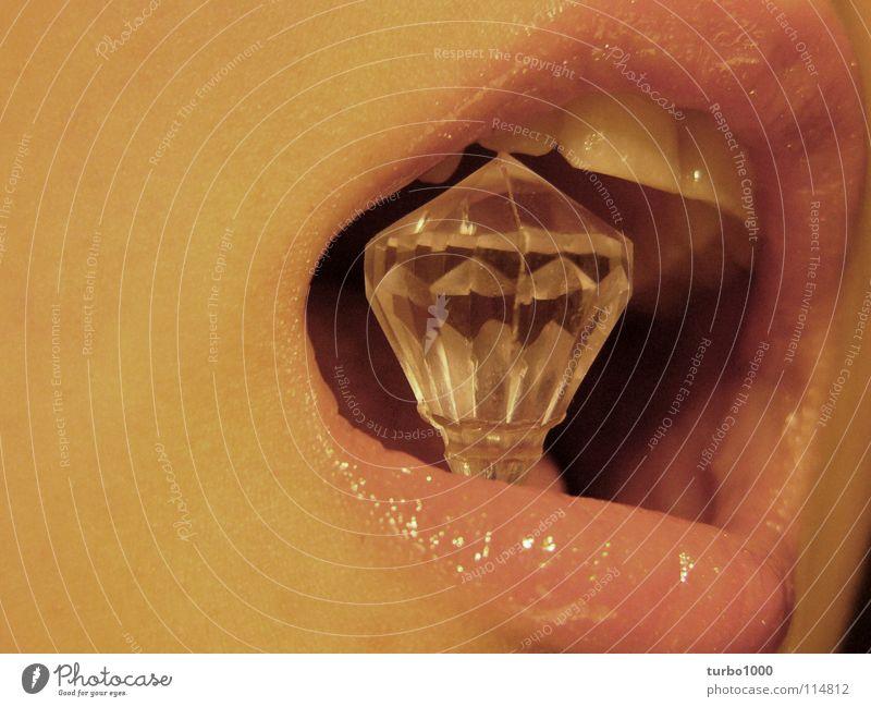 mein haus, mein auto, meins. Lippen Diamant Reichtum schön reich Schmuck Kosmetik Schminke Karat Lipgloss Wert Kostbarkeit Erfolg Qualität Mund mouth lips teeth
