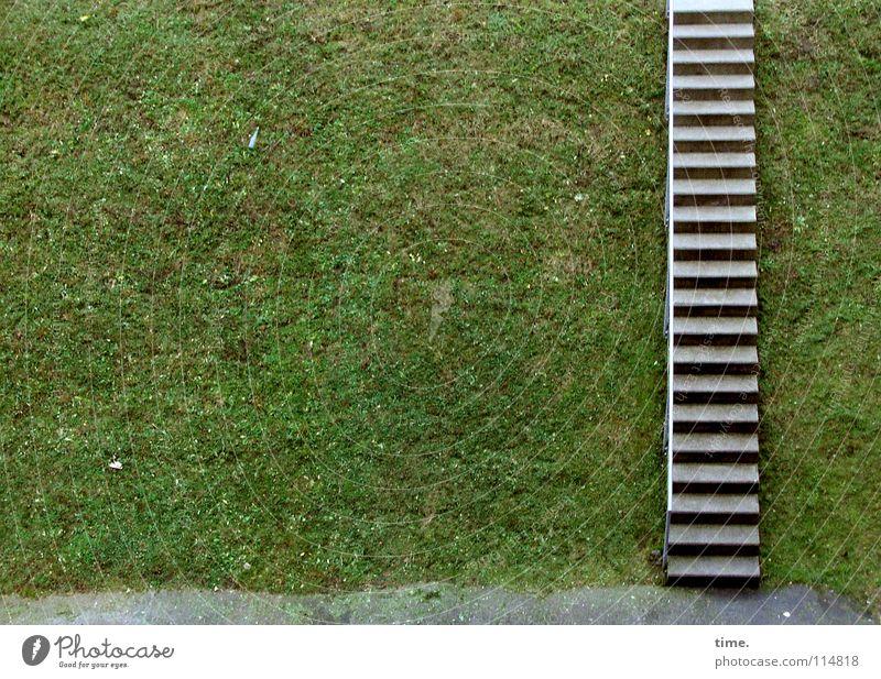 Stairway to Friedrichshain Flasche Wiese Treppe Wege & Pfade Beton Beginn Erfolg Freiheit Umwelt Rasen aufwärts abwärts gestellt Geländer Farbfoto