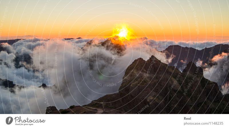 Über den Wolken III Himmel Natur Ferien & Urlaub & Reisen Sommer Landschaft Ferne Berge u. Gebirge Felsen träumen orange Nebel Erde Insel Aussicht