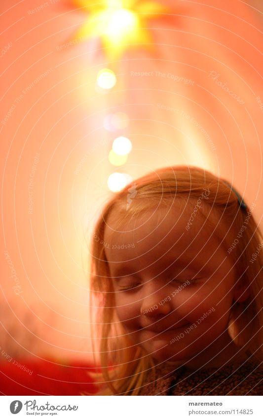 Ich ffüns' mia... Kind Weihnachten & Advent Mädchen rot Winter gelb lachen Denken träumen Stimmung orange Kindheit blond Licht rosa Kindheitserinnerung