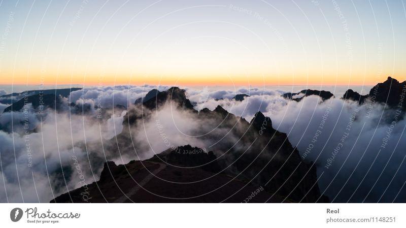 Über den Wolken IV Himmel Natur schön Sommer Sonne Landschaft Ferne Berge u. Gebirge Felsen orange Nebel Erde Aussicht Insel Schönes Wetter