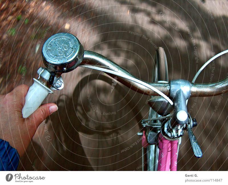 schnelle Elli alt Hand Baum Ferien & Urlaub & Reisen Spielen Wege & Pfade Bewegung Stein Gesundheit Fahrrad rosa Freizeit & Hobby glänzend Geschwindigkeit fahren Asphalt