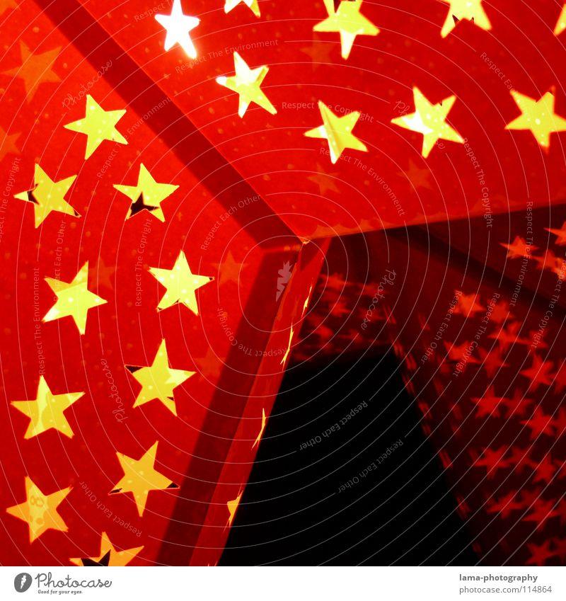 Weihnachtsschlussverkauf Weihnachten & Advent rot Winter gelb Fenster Feste & Feiern Beleuchtung glänzend Stern (Symbol) Kerze Dekoration & Verzierung Kitsch