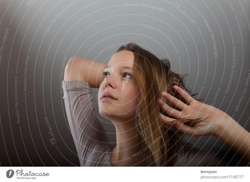 Mrs Grey Mensch Frau Jugendliche schön Junge Frau Hand 18-30 Jahre Erwachsene Leben feminin grau Religion & Glaube ästhetisch einzeln Finger Coolness
