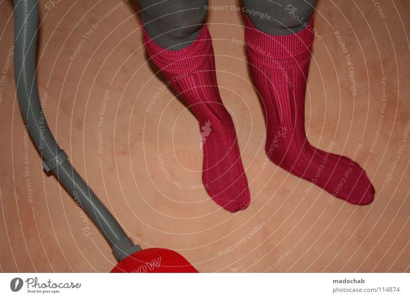 MY EXTEMSPORT IS CALLED HOMEWORKOUT | TURBO1000 FEAT. TURBO4000 Frau rot feminin Beine Mode Fuß Raum Erfolg außergewöhnlich Lifestyle Häusliches Leben Reinigen