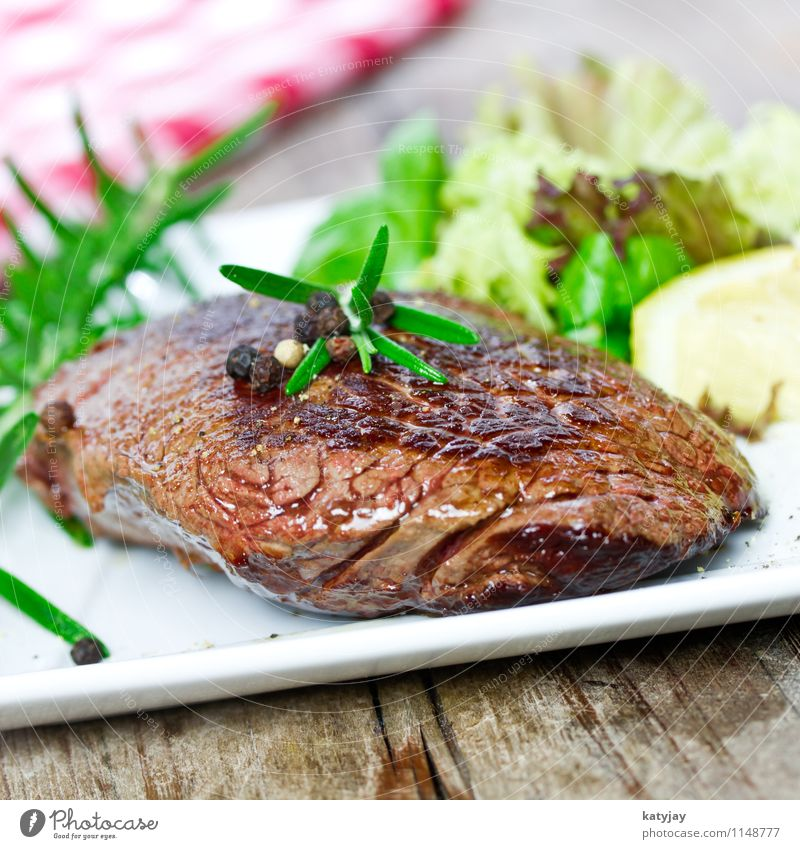 Steak Gesunde Ernährung Speise Essen Foodfotografie frisch Kochen & Garen & Backen Medien Holzbrett Restaurant Grillen Fleisch Abendessen Blut Pfeffer