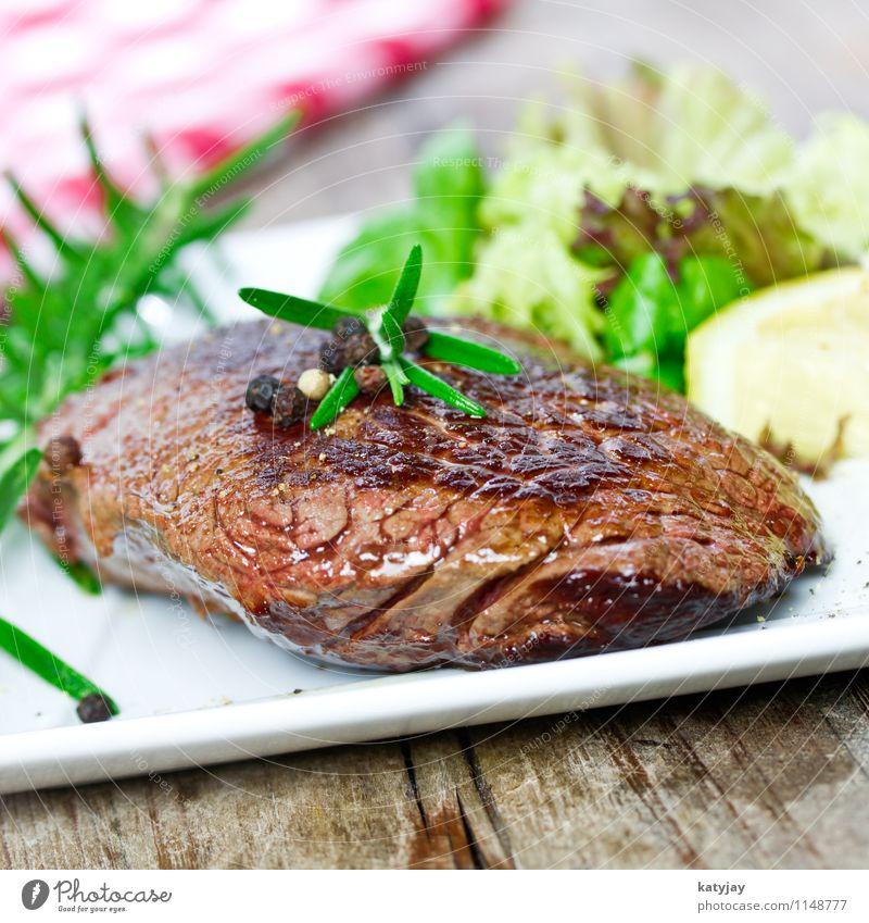Steak Rinderfilet Rumpsteak filetsteak Medien Pfeffer Pfefferkörner hüftsteak Rostbraten Rindfleisch Fleisch Holzbrett Steakhouse Grill Thymian Grillen