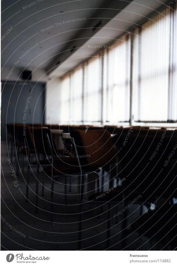 racket club Stuhl kalt Fenster trist braun Architektur Raum Bauhaus DDR chair chairs Sitzgelegenheit