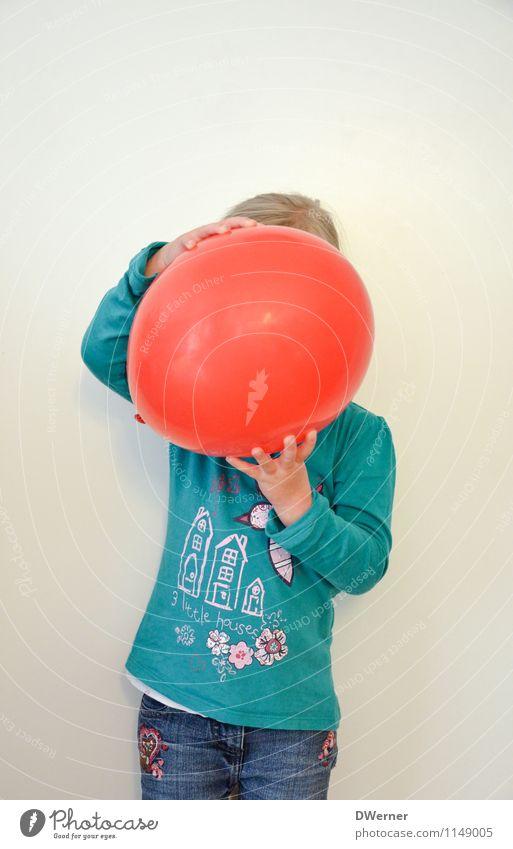 ROT SEHEN Mensch Kind rot Freude Mädchen Wand Bewegung feminin Mauer Haare & Frisuren Schule Häusliches Leben leuchten Dekoration & Verzierung Kraft Kindheit