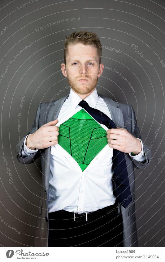 Mann im Anzug mit Superhelden Anzug darunter Lifestyle Arbeit & Erwerbstätigkeit Arbeitsplatz Büro Wirtschaft Kapitalwirtschaft Börse Business Karriere Erfolg