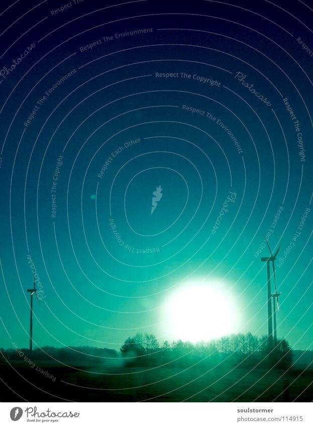 Sonnenaufgang durch die Autoscheibe Himmel Baum Sonne grün blau Ferne Wald Erholung Wiese Gras Freiheit Glück hell Kraft Kraft Elektrizität