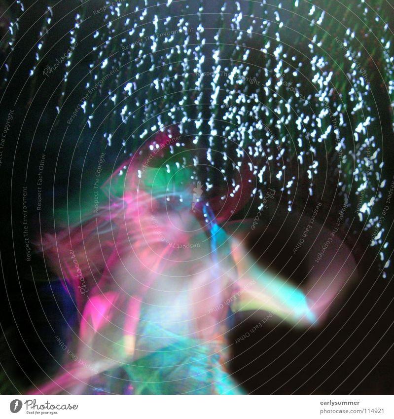Unterm Sternenregen Frau Himmel schön Freude dunkel Freiheit Bewegung Party Wetter Feste & Feiern Arme Tanzen gehen Geburtstag Stern Geschwindigkeit