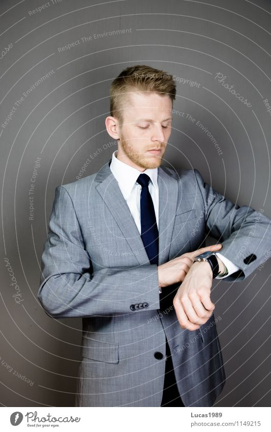 Zeitdruck Mensch Jugendliche Mann Junger Mann 18-30 Jahre Erwachsene maskulin Business Büro Kraft Erfolg beobachten Industrie Coolness Macht planen
