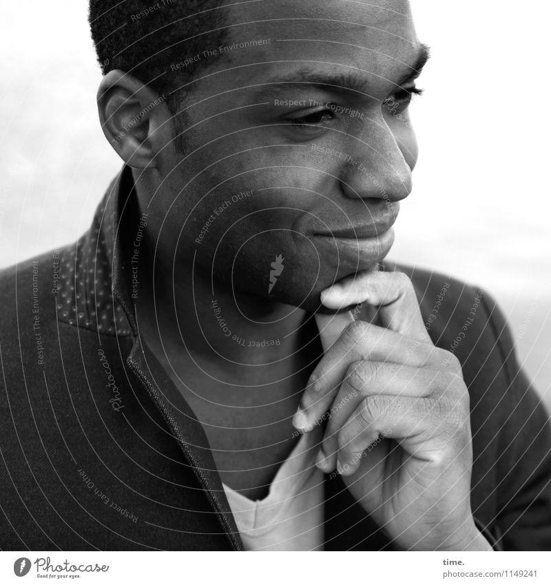 Maurice maskulin Junger Mann Jugendliche 1 Mensch T-Shirt Jacke kurzhaarig beobachten Denken Lächeln Blick warten natürlich schön Glück Zufriedenheit