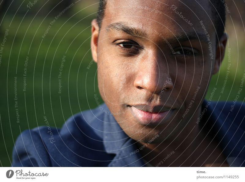 Maurice maskulin Junger Mann Jugendliche 1 Mensch Park Jacke brünett kurzhaarig beobachten Denken Blick warten schön Vertrauen Wachsamkeit geduldig ruhig Leben