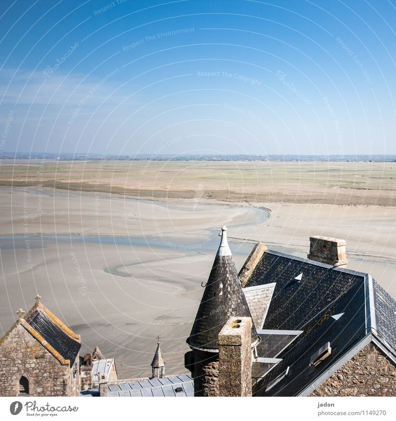 haus am strand. Himmel Natur blau Meer Landschaft Strand Architektur Küste Religion & Glaube Sand Häusliches Leben Kirche Schönes Wetter Dach historisch Bucht