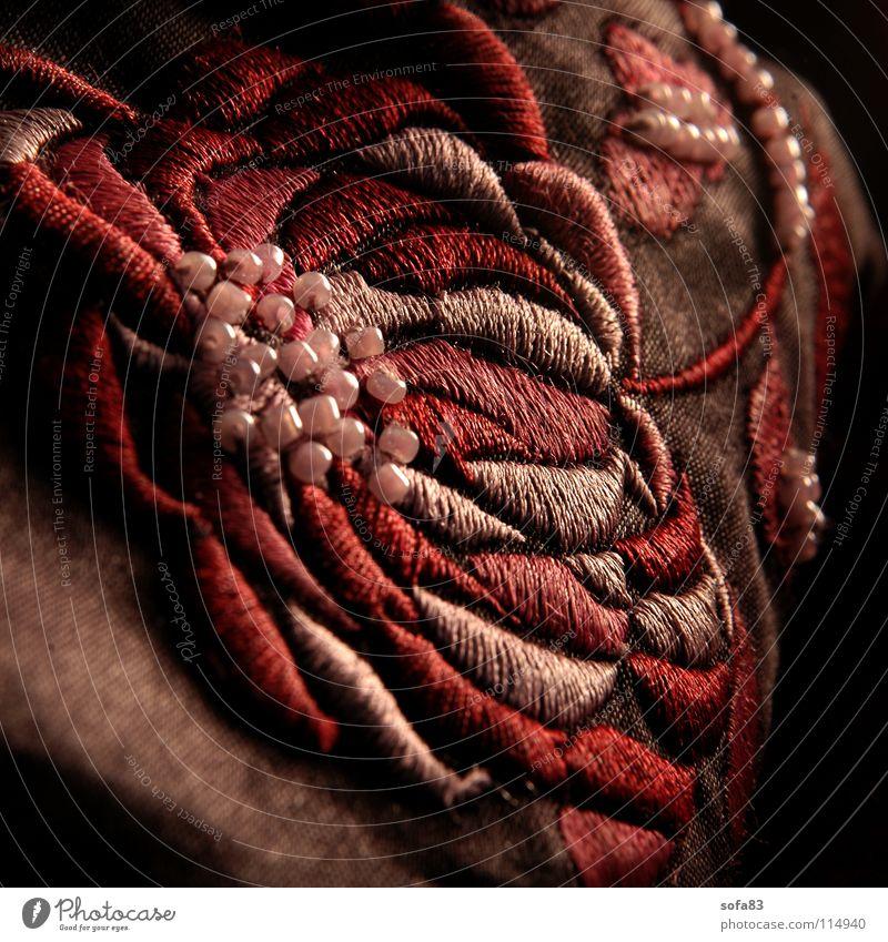 kunstblume Blume Stoff Nähgarn rosa rot Tasche Rose Makroaufnahme Nahaufnahme Perle täschchen Stickereien Perspektive