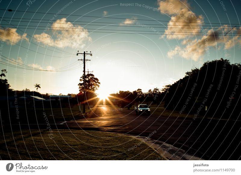 Kleinstadtabend Sonne Landschaft Sonnenaufgang Sonnenuntergang Sonnenlicht Straßenverkehr Straßenkreuzung Fahrzeug PKW Ferien & Urlaub & Reisen Australien