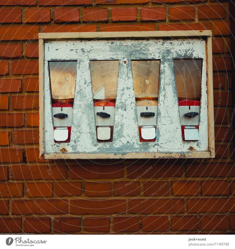 Kaugummiautomat ohne Kaugummi Stil Design Franken Sammlerstück Metall Rost Backstein Linie Kratzer Schramme Rechteck authentisch eckig fest kaputt retro rot