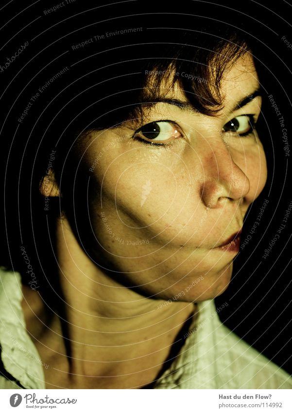 BOTOX 4.0 Mensch Frau blau weiß schön schwarz Gesicht Auge sprechen Gefühle Haare & Frisuren Kopf Traurigkeit braun elegant maskulin