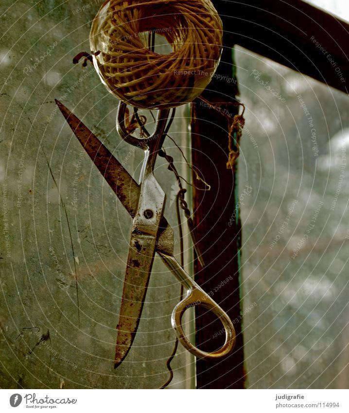 Schnitt alt Farbe Fenster Garten Schnur Rost Handwerk hängen Werkzeug Draht Griff Rolle Scharfer Gegenstand geschnitten Schere Gewächshaus