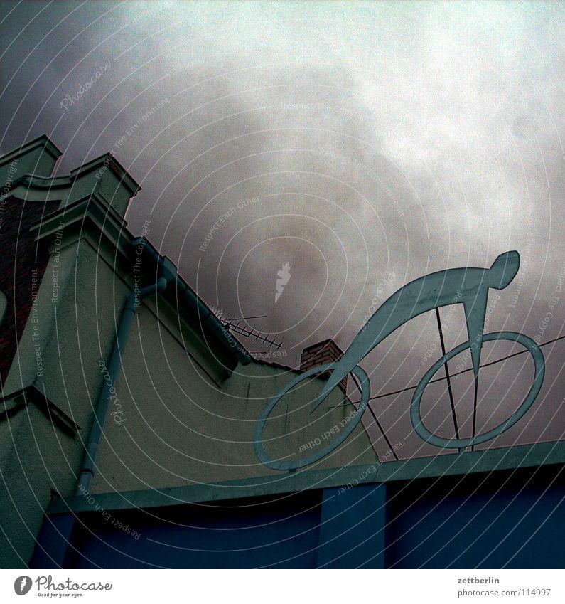 Fahrrad Himmel Wolken Dach Dekoration & Verzierung Werbung Skulptur November Regenwolken Flachdach Fahrradverleih