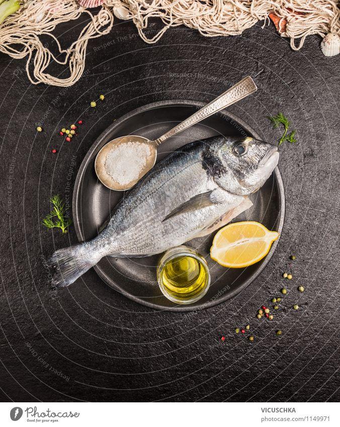 Fisch mit Öl und Zitrone zubereiten Lebensmittel Kräuter & Gewürze Ernährung Mittagessen Abendessen Festessen Bioprodukte Vegetarische Ernährung Diät Teller