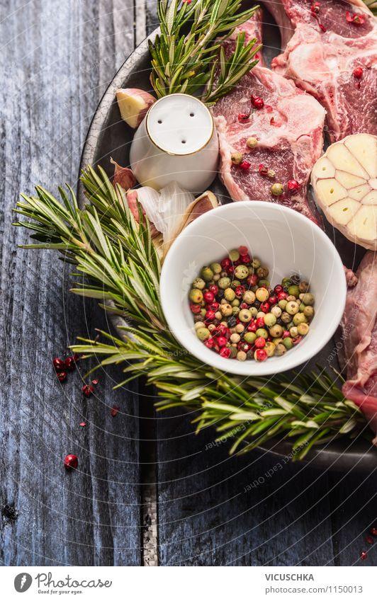 Lammfleisch mit Rosmarin und bunte Pfeffers Lebensmittel Fleisch Kräuter & Gewürze Ernährung Mittagessen Abendessen Bioprodukte Diät Teller Schalen & Schüsseln