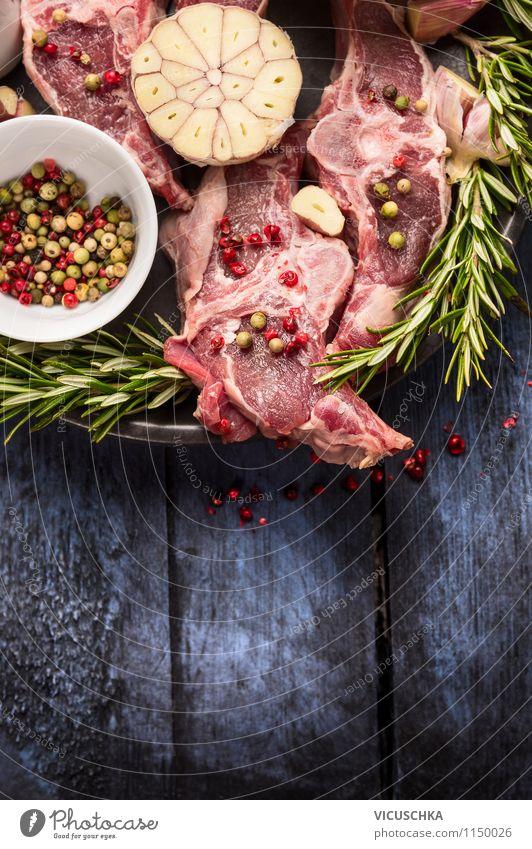 Lammkotelett mit Zutaten zubereiten Lebensmittel Fleisch Kräuter & Gewürze Ernährung Mittagessen Abendessen Festessen Bioprodukte Diät Teller