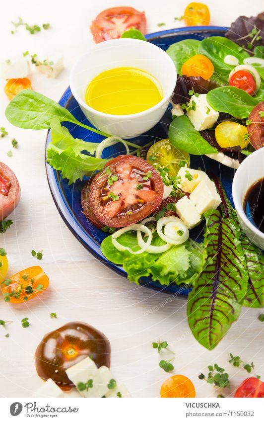 Sommer Salat mit Tomaten und Feta Käse Gesunde Ernährung Leben Stil Hintergrundbild Lebensmittel Lifestyle Design frisch Tisch Kräuter & Gewürze Küche Gemüse