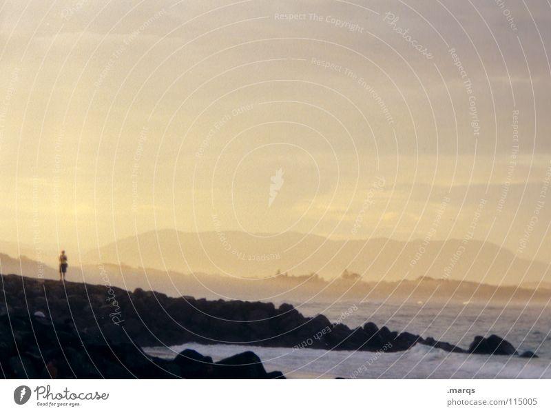 Lonesome Gewässer Meer Dämmerung Küste Brandung Wellen Einsamkeit Denken stehen Wolken Strand Wetter Gefühle Wasser Abend Felsen Mensch nachdenken