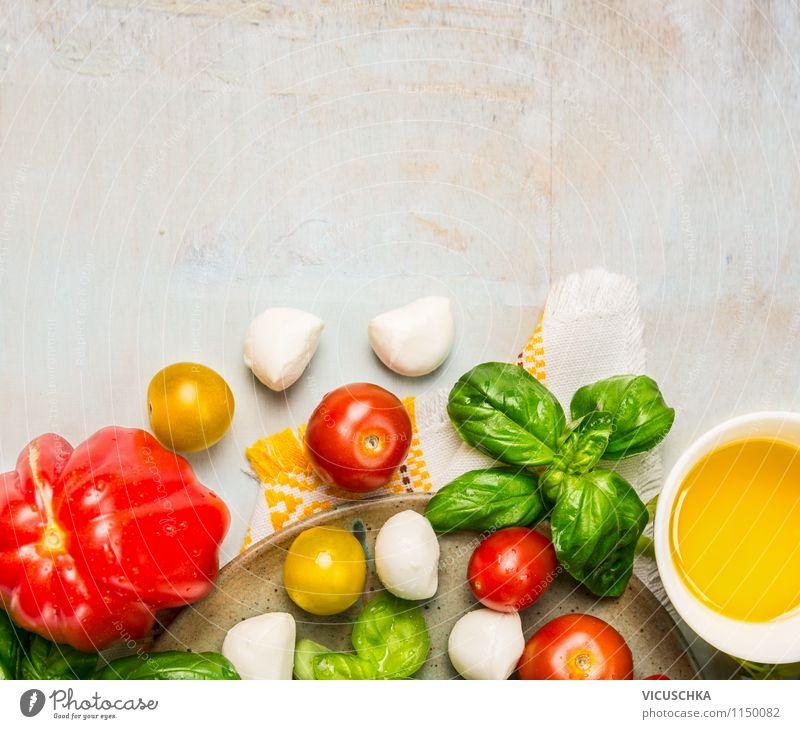 Salat mit Tomaten und Mozzarella machen Gesunde Ernährung Leben Stil Holz Lebensmittel Design frisch Tisch Kräuter & Gewürze Küche Gemüse Bioprodukte Teller