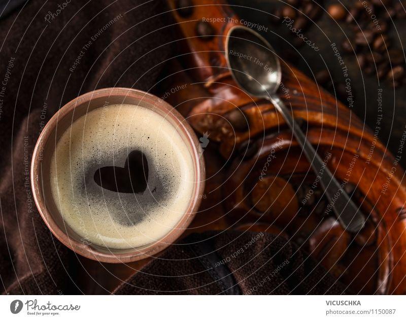 Tasse Kaffee mit einem Herz auf dem Schaum alt Freude Liebe Stil Hintergrundbild Feste & Feiern Lifestyle Design Geburtstag Tisch Getränk Küche heiß Duft