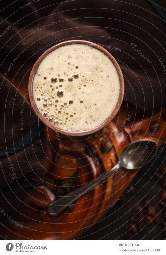 Tasse Kaffee auf rustikalen dunklem Hintergrund Lebensmittel Getränk Heißgetränk Löffel Stil Design retro Gefühle Café Hintergrundbild altehrwürdig Cappuccino